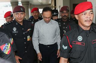 Hakim tarik diri dengar permohonan Anwar cabar Lembaga Pengampunan
