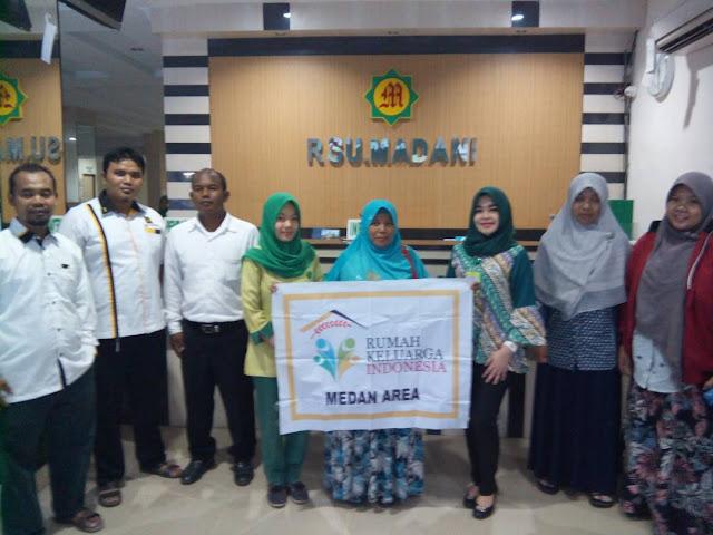 Unik ! PKS Medan Area Berbagi Takjil untuk Keluarga Pasien Rumah Sakit