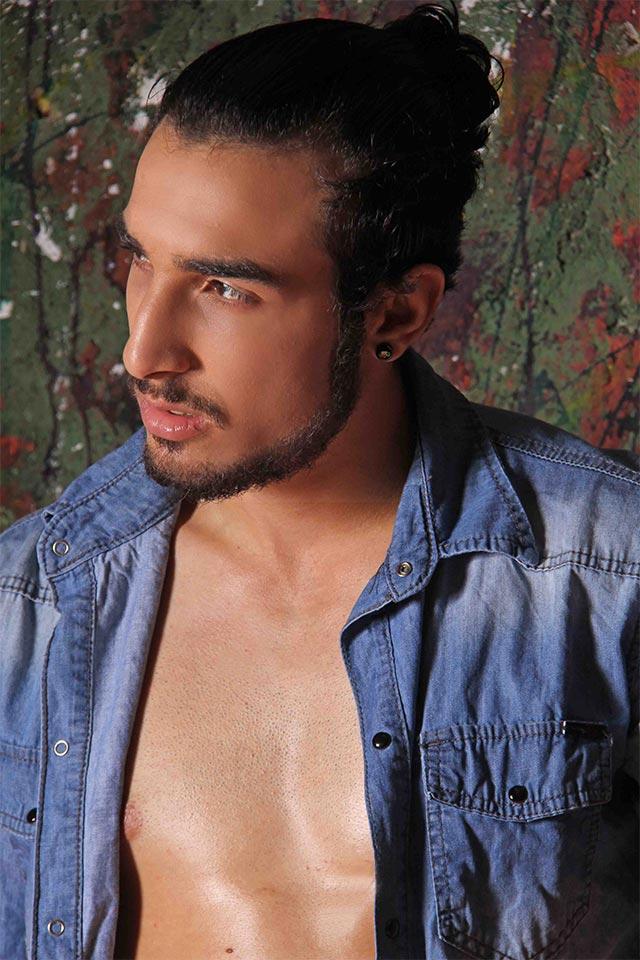 Ex-camelô Peterson Bonatti vira modelo e posa para ensaio sensual. Foto: Jorge Beirigo