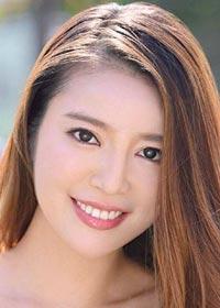 Actress Ayane Sezaki