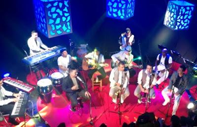 Foto de Galé cantando en concierto
