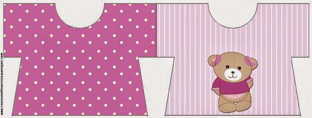 Tarjeta con forma de camisa de Osita en Fondo Lila.