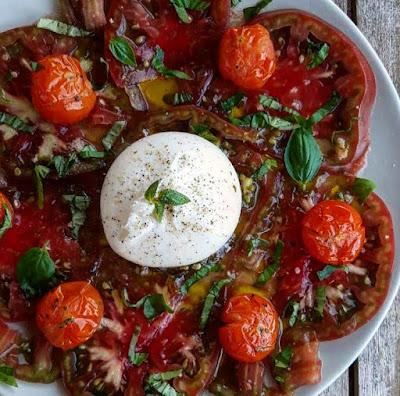 Carpaccio de tomates healthy burrata et tomates cerises rôties au four Charlotte and cooking