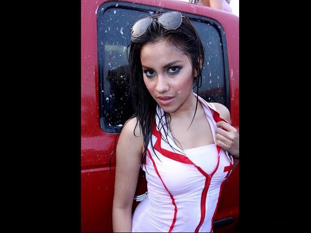 Foto Seksi Model Cantik Di IIMS 2011