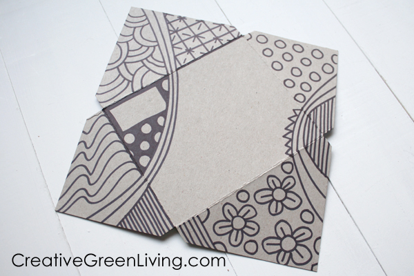 How to fold an envelope at home with recycled materials