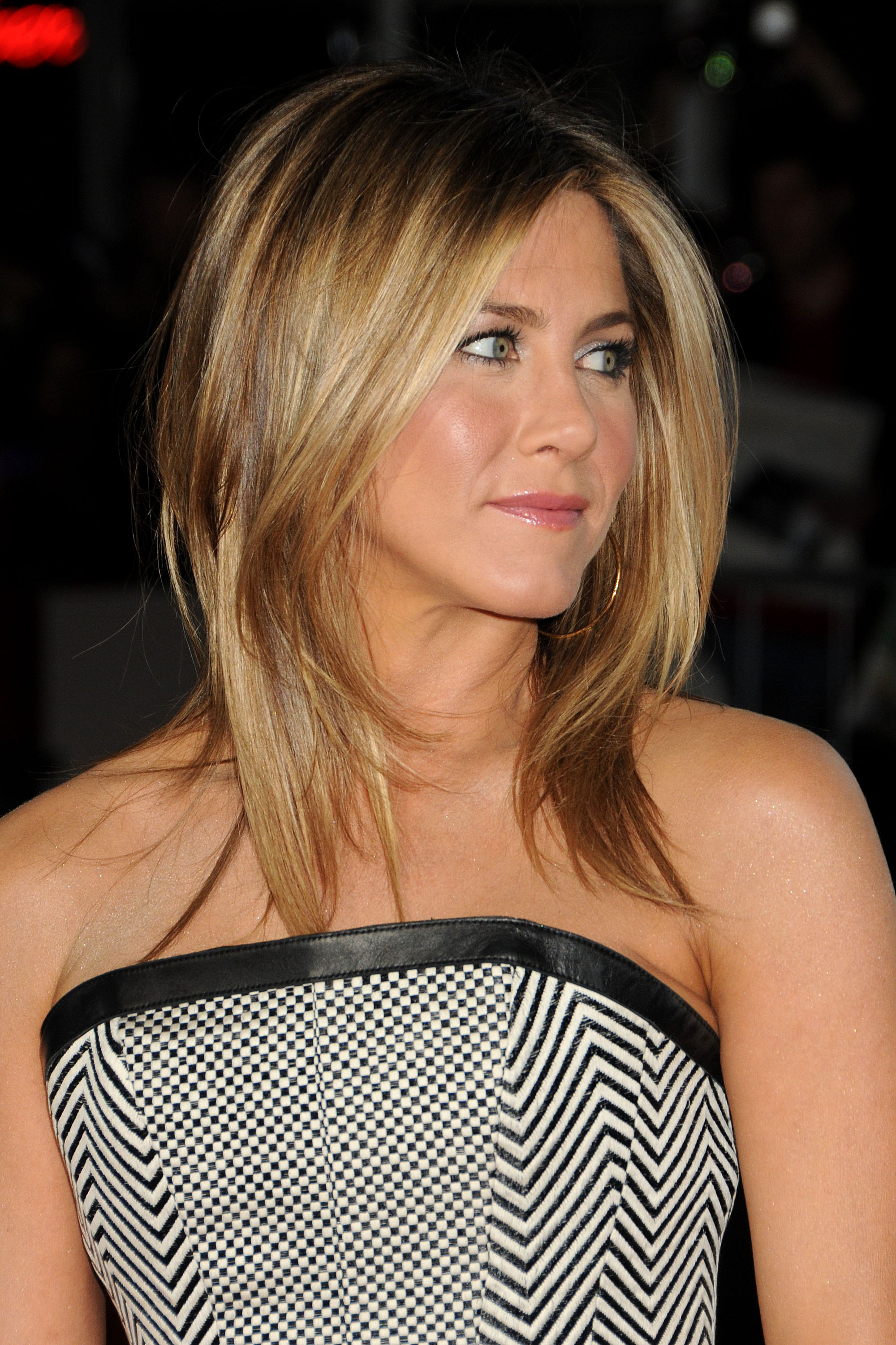 Debra Messing Braless Classy jennifer aniston pictures gallery (26)   film actresses