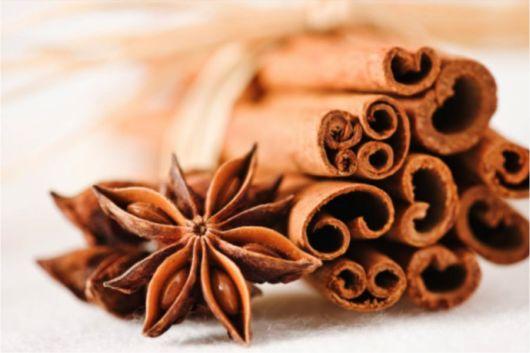 Gambar kulit kayu hitam manis atau cinnamon