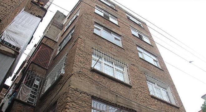 Diyarbakır Bağlar Muradiye Mahallesinde çökme tehlikesi olan apartman boşaltıldı