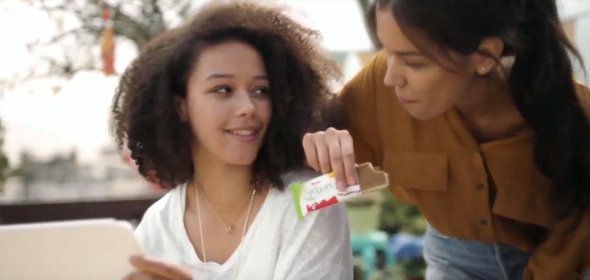 Canzone Kinder Pubblicità Fetta alla yogurt con bellissima attrice e modella , Spot Maggio 2018