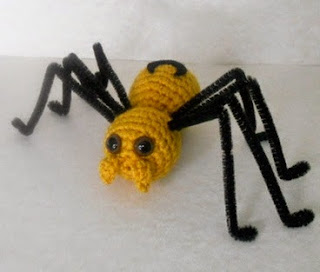http://translate.googleusercontent.com/translate_c?depth=1&hl=es&rurl=translate.google.es&sl=en&tl=es&u=http://missdolkapots.wordpress.com/2013/09/14/the-big-spider-tutorial/&usg=ALkJrhi81DkKcgmvLTC3dZSdkTjVMLhceA