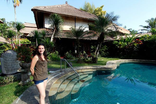 Vistas de las habitaciones y piscina del Hotel Bunga Permai de Ubud (Bali)