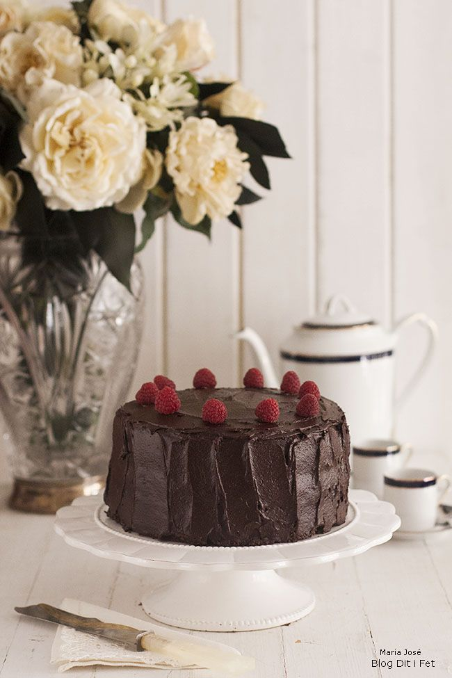 Blog Dit i Fet. Pastís de cacau, cafè i crema de cacauets amb praliné de festucs