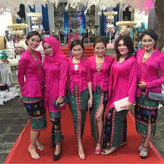 Model Kebaya Kutubaru Pink Rok Batik