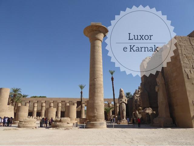 La visita ai templi di Luxor. il primo cortile del tempo di karnak