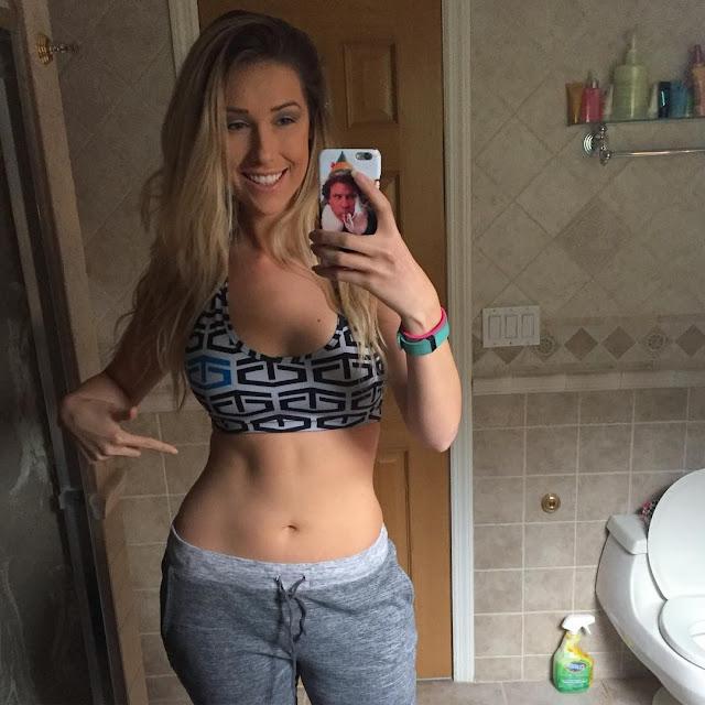 Noelle Foley topless