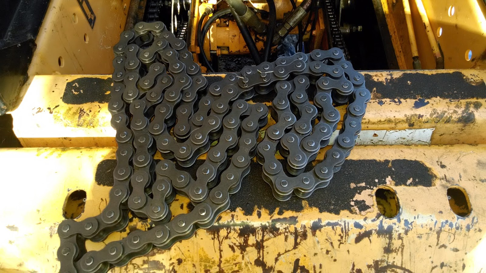 Mustang 940 Skid Loader: Bearing, Chain, and sprocket