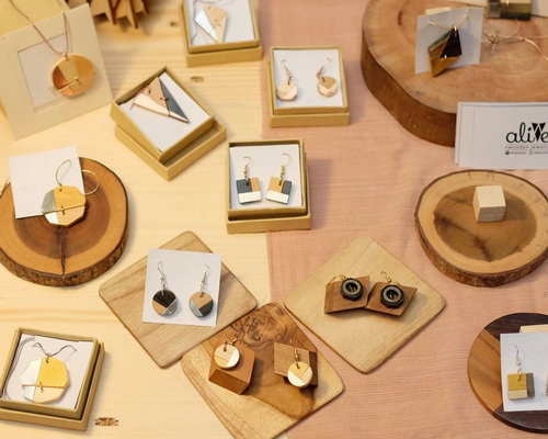www.Tinuku.com Alive Jewelry displays wooden ear studs arrangement of small pieces into artistic fashion