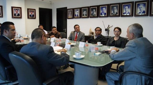 Reunión de escritorio tras linchamiento