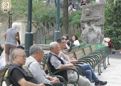 雖然怪石令人摸不着頭腦,但它早已成為公園無名守護神。