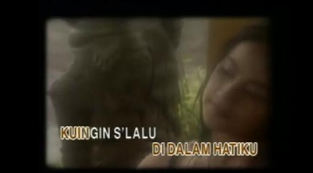 Wanita yang menjadi model dalam video klip Stinky era 1990-an tersebut disebut-sebut adalah Umi Pipik.