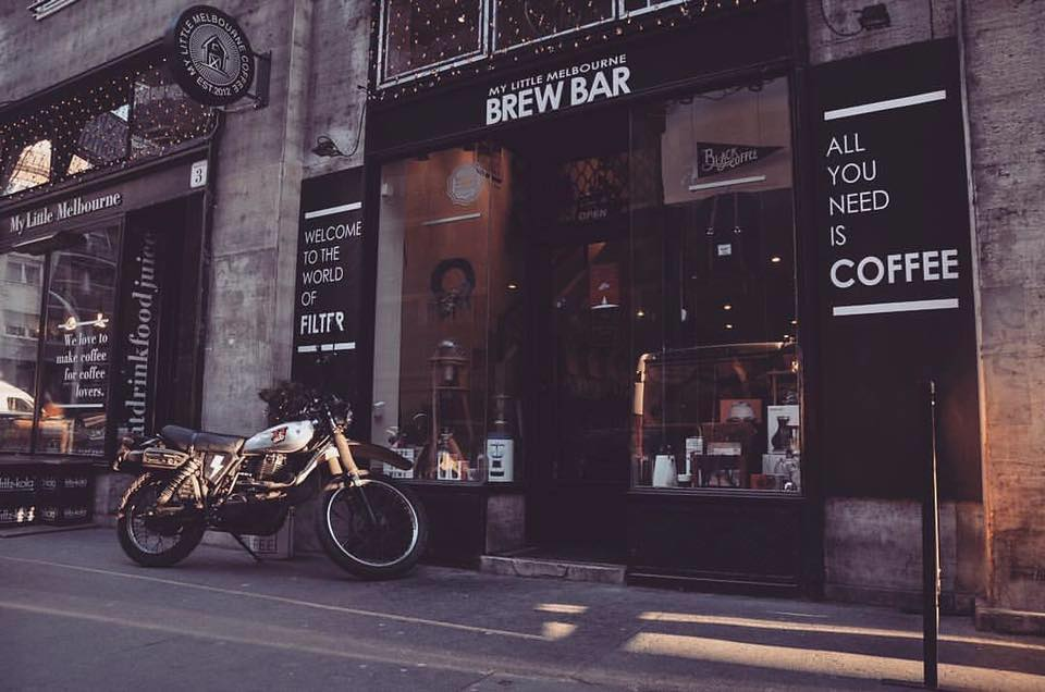 újhullámos kávézó