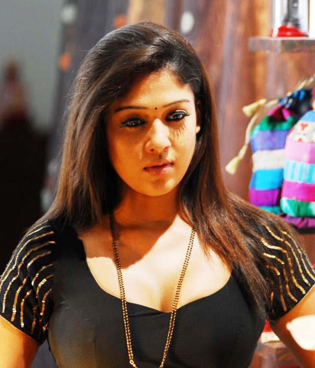 Nayanthara sexy boobs pics