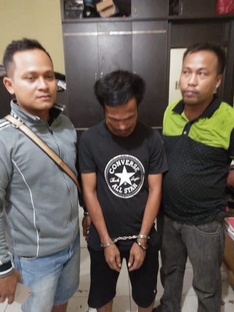 Tersangka narkoba saat diringkus polisi.