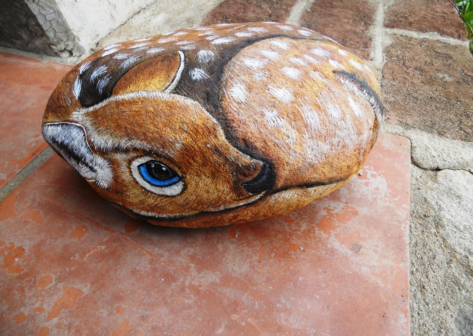 Piedras pintadas a mano piedra pintada con ciervo - Piedras de rio pintadas ...