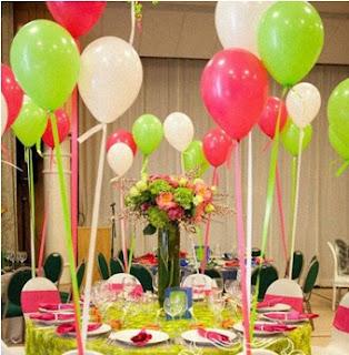 ideas para arreglos de mesas con globos, globos con helio para decorar fiesta infantil