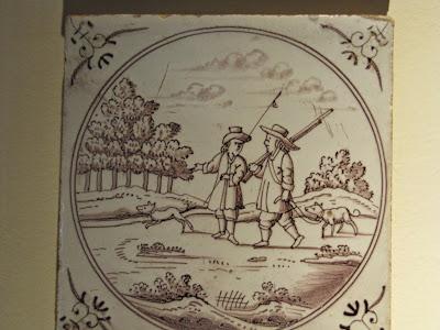 Imagem de um pequeno azulejo mostrando dois meninos indo pescar.