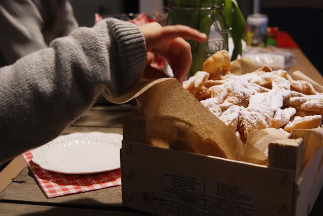 Tłusty Czwartek, najlepsze faworki, domowe faworki, kruche faworki, cienkie faworki, kuchnia polska