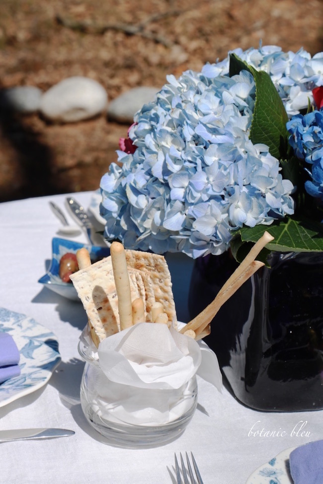 blue-hydrangeas-centerpiece-spring-garden-party