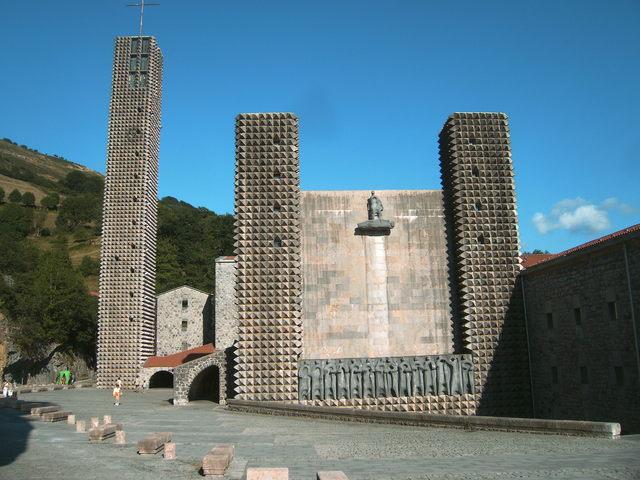 Patrimonio arquitect nico de asturias saenz de oiza - Arquitectura pais vasco ...