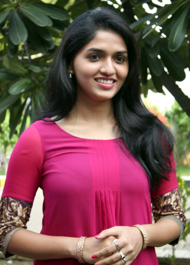Only Actress 143 Sunaina Hq Photos Pink Top At Neerparavi