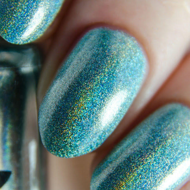 Emily de Molly Beautiful Distraction swatch