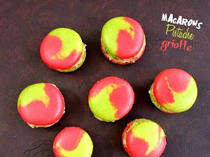 Macarons bicolores pistache griotte