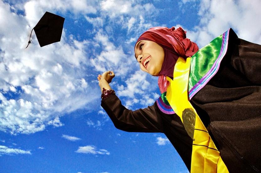 Mahasiswi Cantik Skandal Prosesi Wisuda dan Ijazah Palsu IPK memang Bukan Segalanya Namun Inilah Keuntungan Mahasiswa Memiliki IPK Tinggi yang tidak akan didapatkan Mahasiswa dengan IPK Re