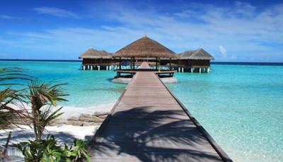 Pantai Ora Maluku Serasa di Maladewa