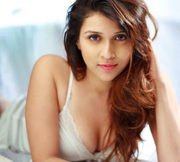 Mannara Chopra Next upcoming 2017 Telugu film Rogue Wiki, Poster, Release date, Songs list wikipedia