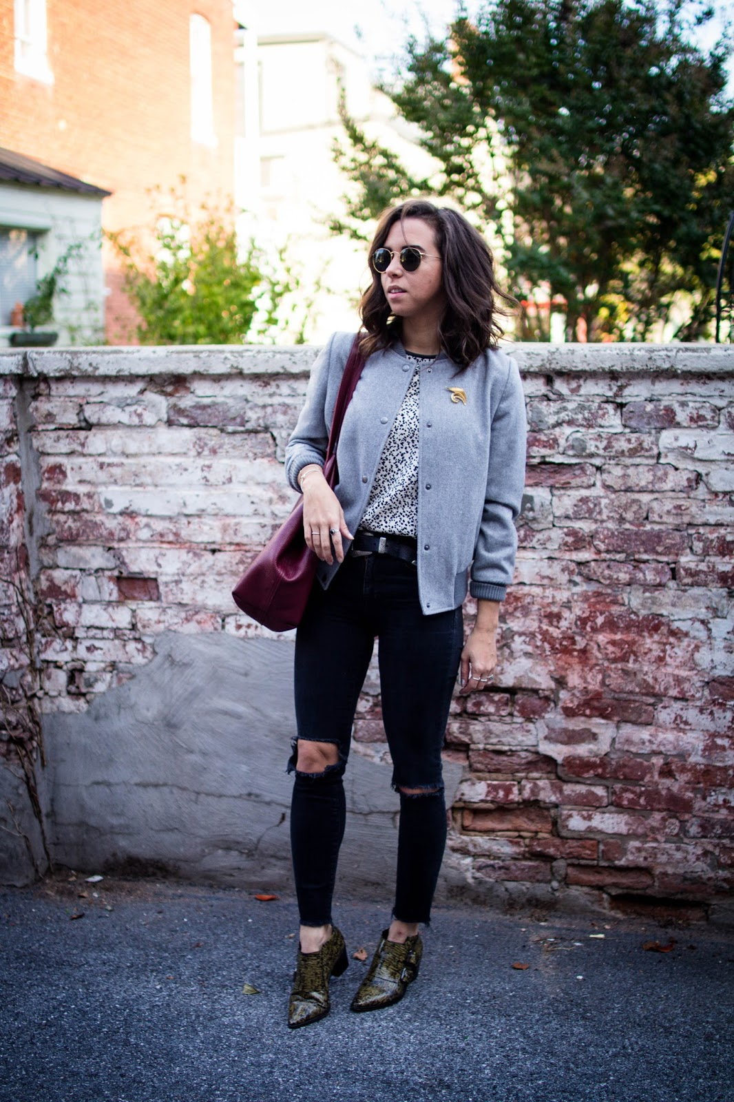 casual outfit of the day with oversized tote.