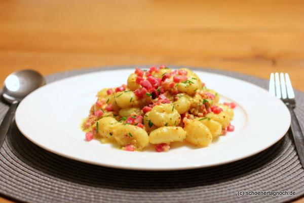 Gnocchi in Senf-Sahne-Sauce mit Speckwürfeln
