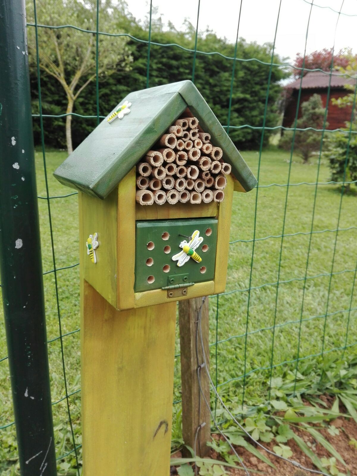 Muebles auxiliares de madera casa para mariquitas - Vallado de madera ...