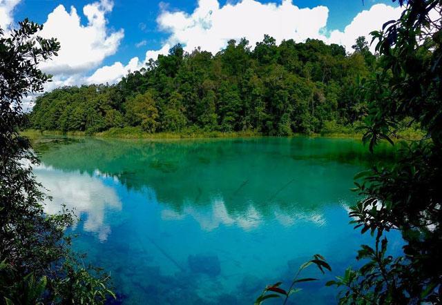 Danau Ayamaru