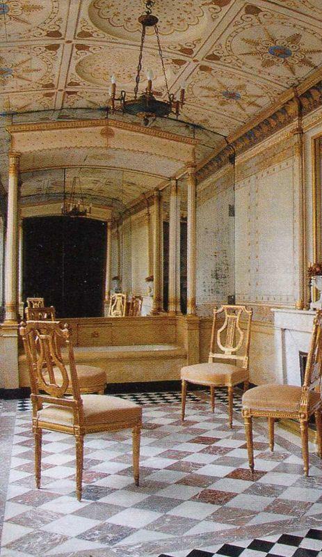 tweedland the gentlemen 39 s club le petit h tel de bourrienne. Black Bedroom Furniture Sets. Home Design Ideas