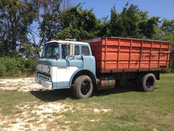 1972 Ford C600 Dump Truck - Old Truck