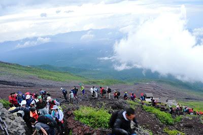 Mendaki Puncak Gunung Fujiyama