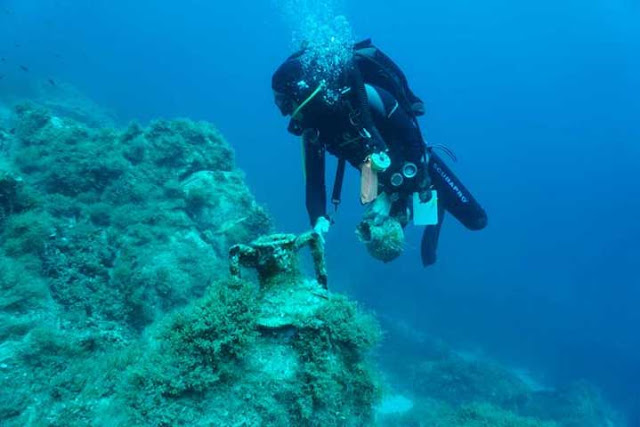 Ancient remains and new shipwrecks discovered off Greek island of Delos
