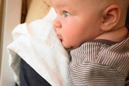 Mencegah Bayi Tidak Sakit Telinga Saat Naik Pesawat