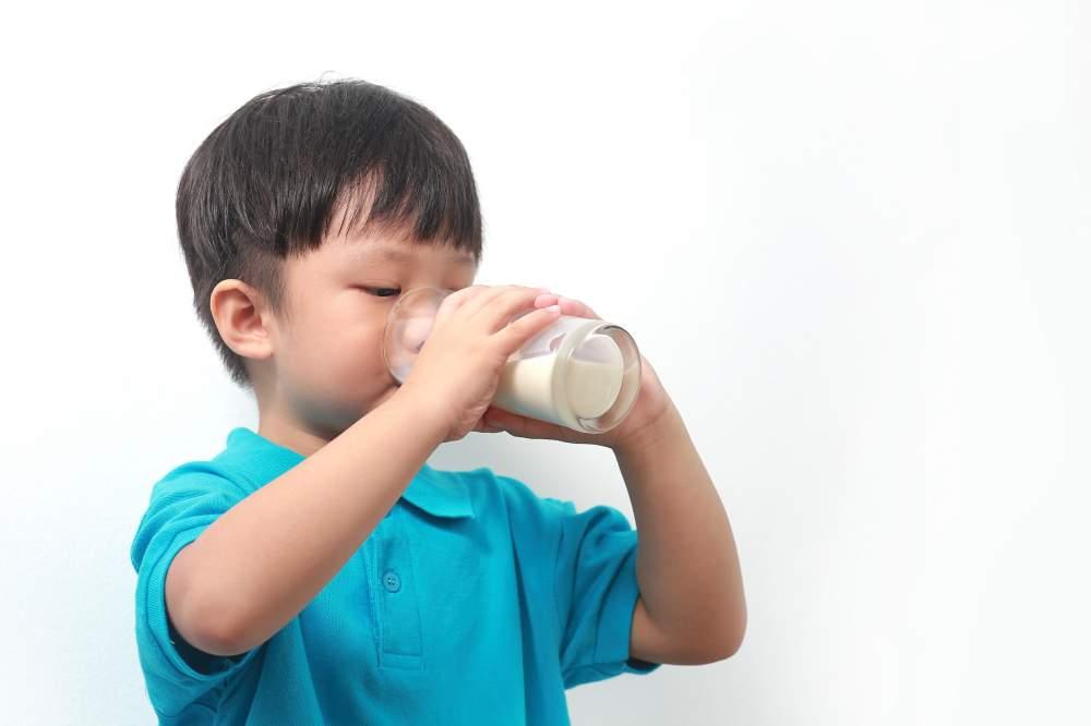 Những lưu ý về dinh dưỡng cho lứa tuổi tiểu học - Ảnh 2