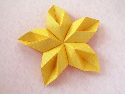 Origami Modulare: Stella floreale - Floral Star by Francesco Guarnieri
